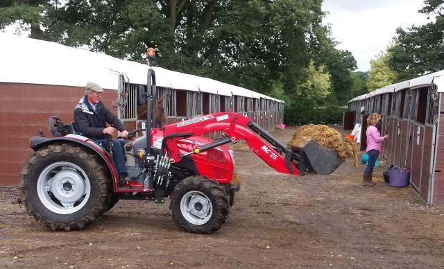 McCormick tractors - X2 Series MClassic 25 hydraulic loader