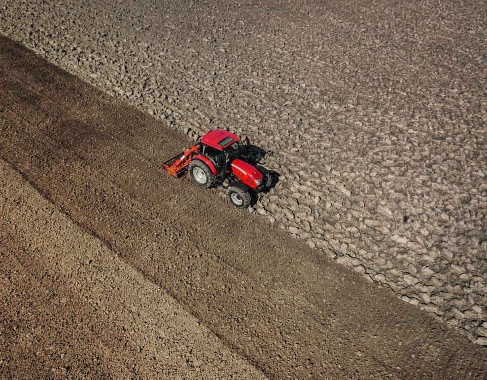 tracteur_champ_agrilcutre_de_precision